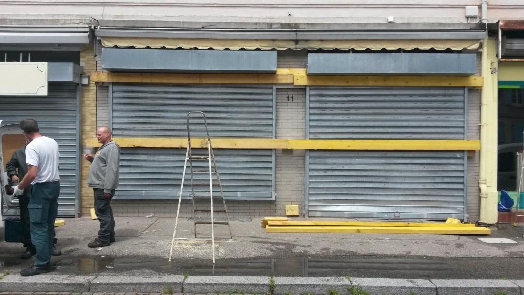 Devanture de magasins avant la fresque